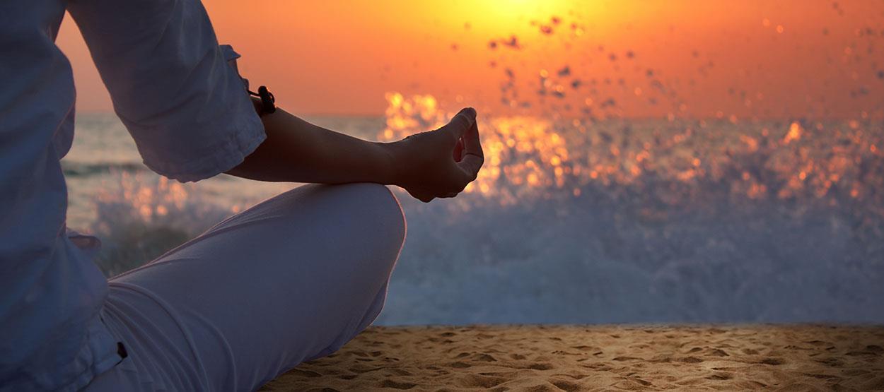 madinat-jumeirah-talise-spa-sunset-yoga-beach-hero